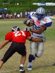 Juniorbowl XXII Runningback #33 Veloso bricht den Tackle.  (c) AFVH