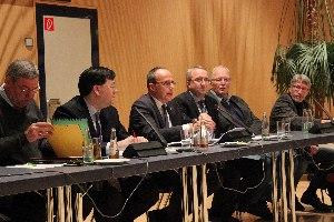 l. n. r.: Dr. Rolf Müller (Präsident LSBH), Robert Huber (Vorsitzender Beirat Verbände LSBH, Peter Beuth (Minister des Inneren und für den Sport), Jens-Uwe Münker (Abteilungsleiter Sport HMDIS), Dr. Werner Freitag/ Dr. Norbert Englisch  (c) Landessportbund Hessen
